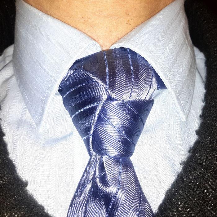 comment faire un n ud trinit noeud de cravate facile. Black Bedroom Furniture Sets. Home Design Ideas